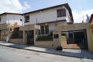 Casa En Venta En Caracas, Los Naranjos Del Cafetal, Venezuela, VE RAH: 16-1174