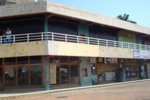 Local Comercial En Venta En Tucacas, Tucacas, Venezuela, VE RAH: 16-1214