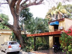 Townhouse En Venta En Maracay, El Limon, Venezuela, VE RAH: 16-1231