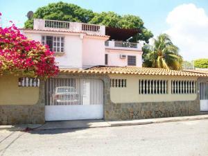 Casa En Venta En Turmero, Valle Lindo De Turmero, Venezuela, VE RAH: 16-1293