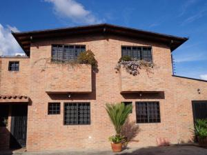 Casa En Venta En Caracas, Bosques De La Lagunita, Venezuela, VE RAH: 16-1324