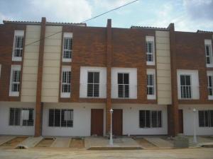 Townhouse En Venta En Maracaibo, Zona Norte, Venezuela, VE RAH: 16-2423