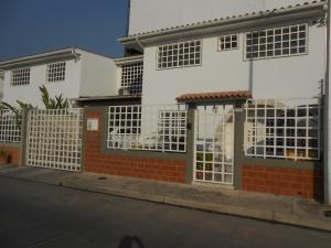 Casa En Venta En Maracay, Villas Del Sol I, Venezuela, VE RAH: 16-1497