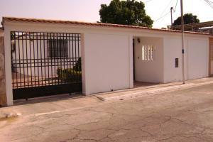 Casa En Venta En Guacara, Ciudad Alianza, Venezuela, VE RAH: 16-1506
