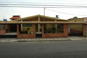 Casa En Venta En Guacara, Ciudad Alianza, Venezuela, VE RAH: 16-1558