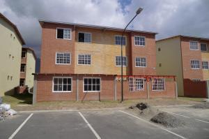 Apartamento En Venta En Guatire, Alto Grande, Venezuela, VE RAH: 16-2259