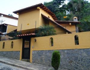 Casa En Venta En Caracas, Los Naranjos Del Cafetal, Venezuela, VE RAH: 16-1653
