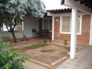 Casa En Venta En Ciudad Ojeda, Avenida Vargas, Venezuela, VE RAH: 16-1674