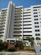 Apartamento En Venta En Parroquia Naiguata, Camuri Grande, Venezuela, VE RAH: 16-1765