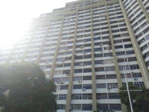 Apartamento En Venta En Parroquia Caraballeda, Los Corales, Venezuela, VE RAH: 16-1898