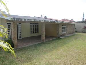 Casa En Venta En Caracas, Los Guayabitos, Venezuela, VE RAH: 16-2100