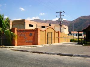 Townhouse En Venta En Municipio San Diego, La Cumaca, Venezuela, VE RAH: 15-10895