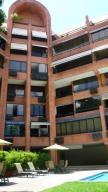 Apartamento En Venta En Caracas, Los Naranjos De Las Mercedes, Venezuela, VE RAH: 16-2182