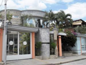 Casa En Venta En Maracay, Andres Bello, Venezuela, VE RAH: 15-3596