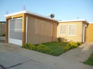 Casa En Venta En Punto Fijo, Pedro Manuel Arcaya, Venezuela, VE RAH: 16-2330