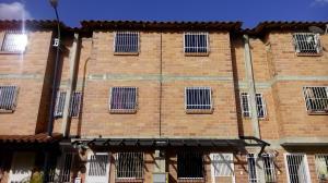 Townhouse En Venta En Guatire, Guatire, Venezuela, VE RAH: 16-2393