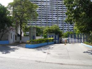 Apartamento En Venta En Parroquia Caraballeda, Los Corales, Venezuela, VE RAH: 16-804