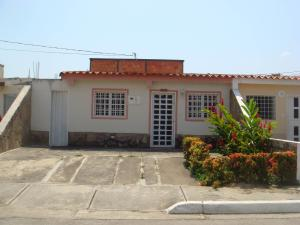Casa En Venta En Cabudare, Parroquia José Gregorio, Venezuela, VE RAH: 16-2528