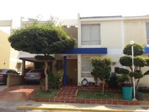 Townhouse En Venta En Maracaibo, Monte Claro, Venezuela, VE RAH: 16-2619