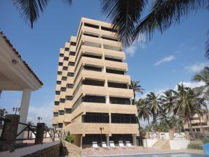 Apartamento En Venta En Tucacas, Santa Rosa, Venezuela, VE RAH: 16-2671
