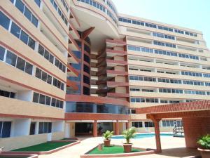 Apartamento En Venta En Margarita, Costa Azul, Venezuela, VE RAH: 16-2752