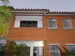 Townhouse En Venta En Guatire, Terrazas De Buena Ventura, Venezuela, VE RAH: 16-2761