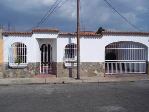 Casa En Venta En Municipio Diego Ibarra, Mariara, Venezuela, VE RAH: 16-2898