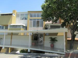 Apartamento En Venta En Caracas, Los Chaguaramos, Venezuela, VE RAH: 16-3124