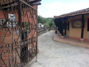Local Comercial En Venta En Caracas, Hoyo De La Puerta, Venezuela, VE RAH: 16-2966