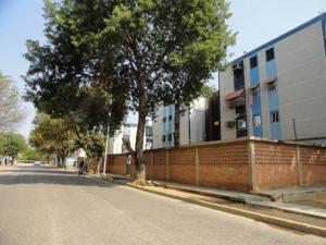 Apartamento En Venta En Maracaibo, Avenida Goajira, Venezuela, VE RAH: 16-3093