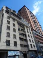 Apartamento En Venta En Maracay, Avenida 19 De Abril, Venezuela, VE RAH: 16-3105