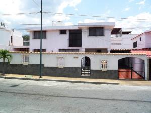 Casa En Venta En Catia La Mar, La Colina De Catia La Mar, Venezuela, VE RAH: 16-3138