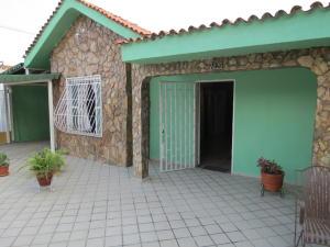 Casa En Venta En Cabudare, Parroquia José Gregorio, Venezuela, VE RAH: 16-3173