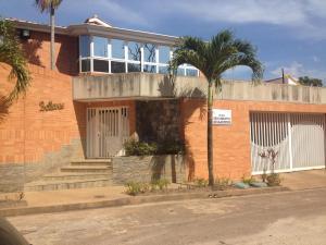 Casa En Venta En Valencia, Altos De Guataparo, Venezuela, VE RAH: 16-3156