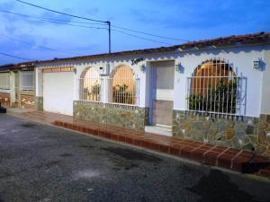Casa En Venta En Turmero, Valle Lindo De Turmero, Venezuela, VE RAH: 16-3215