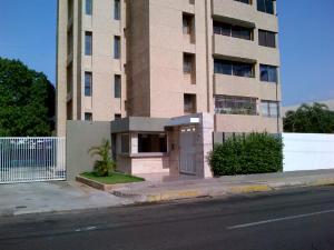 Apartamento En Venta En Maracaibo, Valle Frio, Venezuela, VE RAH: 16-3338