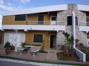 Townhouse En Venta En Ciudad Bolivar, Agua Salada, Venezuela, VE RAH: 16-3372