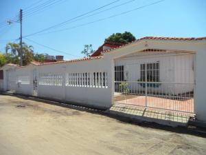 Casa En Venta En Boca De Uchire, La Playa, Venezuela, VE RAH: 16-3478