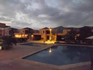 Casa En Venta En Valencia, Guataparo, Venezuela, VE RAH: 16-3493