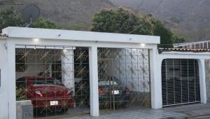 Casa En Venta En Municipio San Diego, La Esmeralda, Venezuela, VE RAH: 16-3604