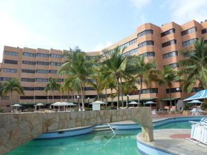 Apartamento En Venta En Tucacas, Santa Rosa, Venezuela, VE RAH: 16-5595