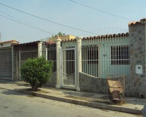 Casa En Venta En Turmero, Los Overos, Venezuela, VE RAH: 16-3719