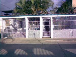 Casa En Venta En Valencia, Flor Amarillo, Venezuela, VE RAH: 16-3736