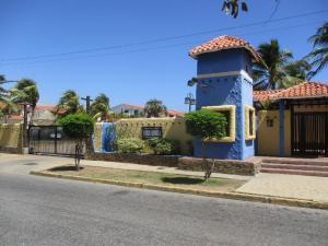 Apartamento En Venta En Margarita, Playa El Angel, Venezuela, VE RAH: 16-3773