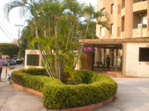 Apartamento En Venta En Maracaibo, Santa Rita, Venezuela, VE RAH: 16-3777