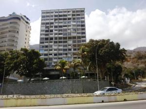 Apartamento En Venta En Parroquia Caraballeda, Camuri Chico, Venezuela, VE RAH: 16-3937