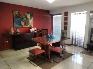 Apartamento En Venta En Maracaibo, Avenida Baralt, Venezuela, VE RAH: 14-4337