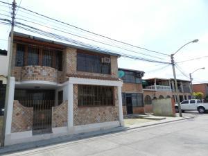Casa En Venta En Guatire, El Castillejo, Venezuela, VE RAH: 16-3887