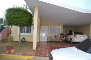 Townhouse En Venta En Maracaibo, Doral Norte, Venezuela, VE RAH: 16-4027