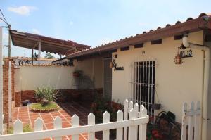 Townhouse En Venta En Guatire, Buenaventura, Venezuela, VE RAH: 16-4034